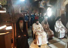 Литургијско сабрање у Светоархангелском манастиру у Ковиљу