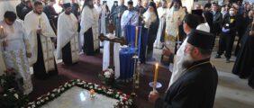 Заупокојена Литургија и парастос блаженоуснулом епископу ваљевском Милутину